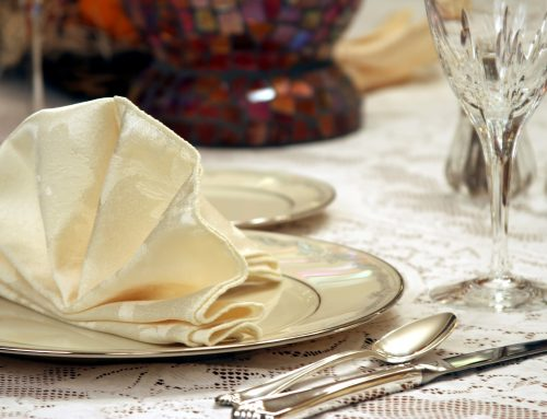 5 Elegant Napkin-folding Ideas for Party Table Decor